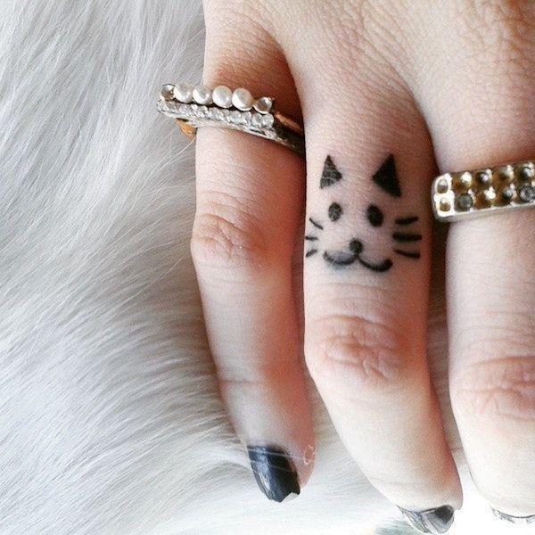54 idées de tatouages doigt minuscules de charme   – Unique Tattoos