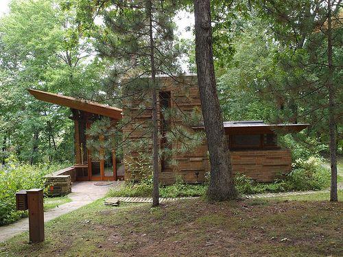 Frank LLoyd Wright - Seth Peterson Cottage