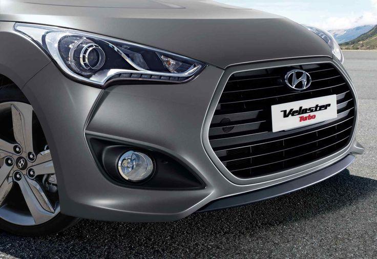 Chromowana osłona chłodnicy  Charakterystyczna dla Hyundaia sześciokątna osłona chłodnicy zdradza światu pewne siebie, odważne i dynamiczne oblicze nowego modelu.