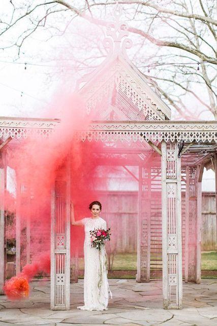Trend alert: Wedding Smoke Bomb Photography.