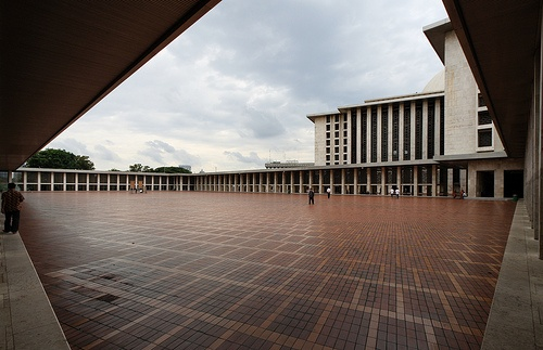 Istiqlal Mosque, οr Masjid Istiqlal, (Independence Mosque) іח Jakarta, Indonesia
