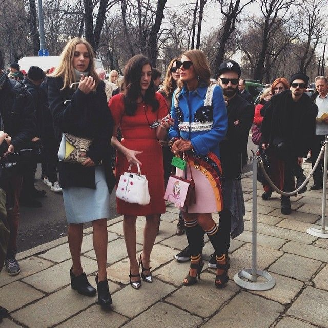 The trendsetters Candela Novembre with her SALAR Bags, Eleonora Carisi and Anna Dello Russo! Discover the bags by SALAR Milano at WWW.FINAEST.COM! | #finaest #salarmilano #mfw #milanofashionweek #annadellorusso #candelanovembre #eleonoracarisi #fashion #moda #mode #streetstyle #bag