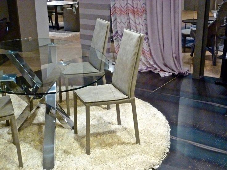 Sedia Sveva di RIFLESSI  Svevaè unasediacon struttura in acciaio e cuscino morbido su seduta e schienale rivestita in pelle, ecopelle, econabuk, tessuto e lana. Gambe rivestite.  Dimensioni:  Alta: L 41 x P52 Ps 37 x H 98 Hs 47 cm  Bassa: L 41 x P52 Ps 37 x H87 Hs 47 cm  http://www.formatabitativi.it/inside.php?page=11&cat=13&element=310