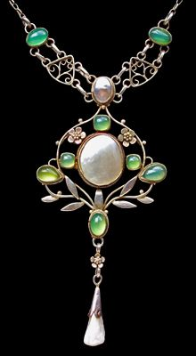 ARTHUR GASKIN 1862-1928 &   GEORGIE GASKIN 1866-1934  Arts & Crafts Necklace   Silver Chalcedony Pearl  Pendant: H: 8.2 cm (3.23 in) W: 3.3 cm (1.3 in)  Necklace: L: 47 cm (18.5 in)  British, c.1905