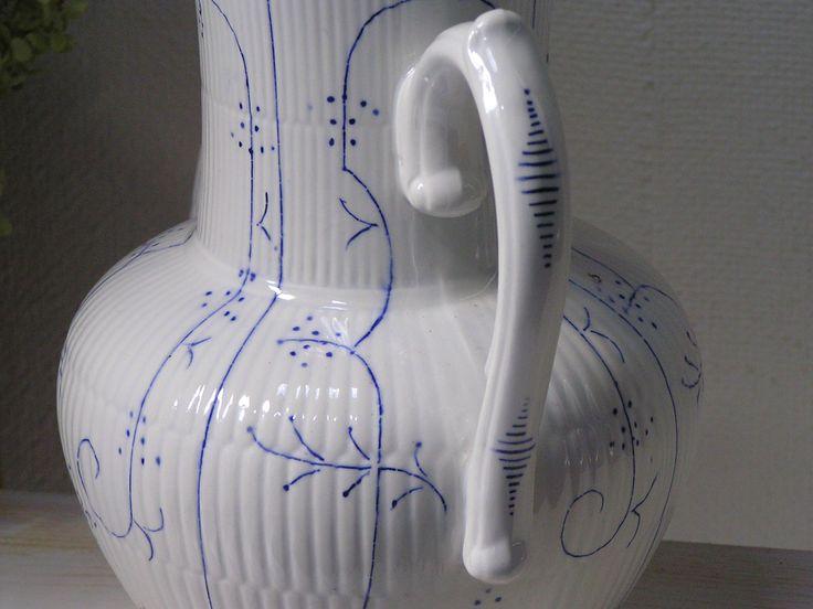 old saks blue coffee pot. oude saks blauwe koffie pot | www.desoetelaer.nl € 14,95