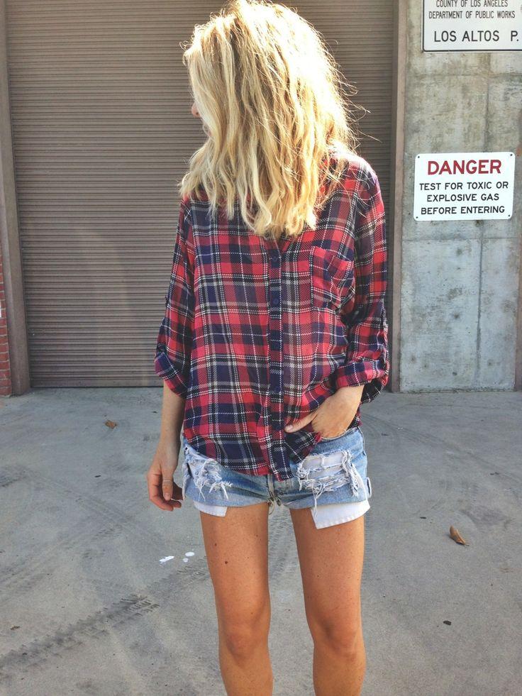 Plaid shirt + denim shorts ------ camisa xadrez + shorts rasgado jeans....