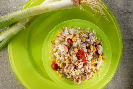 Ρυζοσαλάτα με τόνο, καλαμπόκι και ντοματίνια