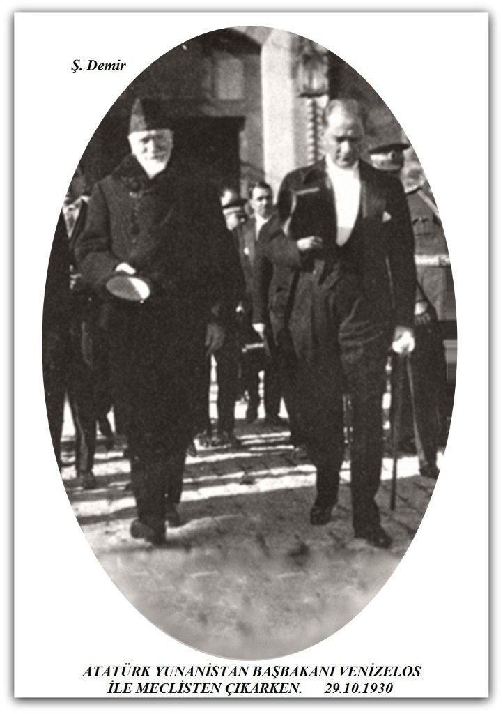 Atatürk ve Yunanistan Başbakan'ı venizelos Ankara'da Meclis'ten çıkarken.  29.10.1930