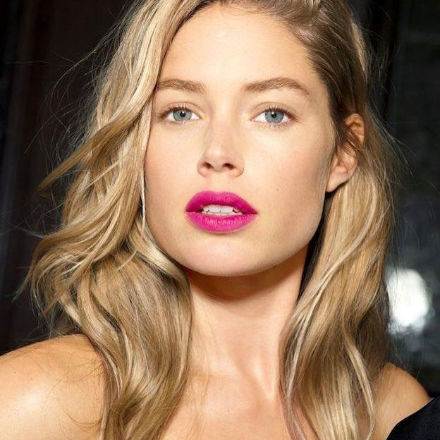 Cray cray for this fuschia lip  Doutzen Kroes via @harpersbazaarus #doutzenkroes…