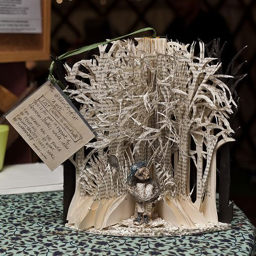 Book sculptures in support of libraries