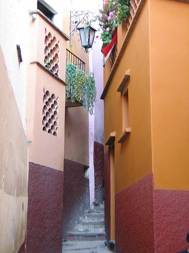Callejon del Beso, Guanajuato, Mexico - Not sure if the legend is real (not likely) but cute spot!