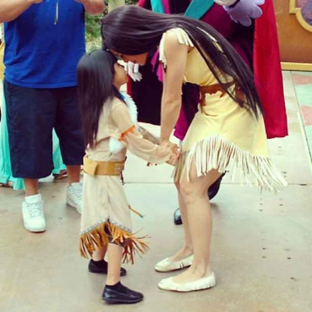 When Pocahontas and mini-Pocahontas met. | 25 Times Disney Face Characters Were Completely Adorable