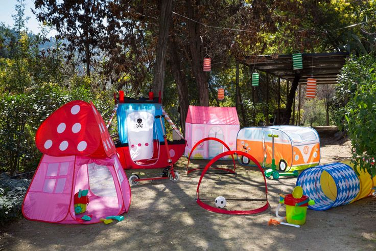 Porque jugar el aire libre es el panorama perfecto para los niños en verano, invítalos a crear mundos fantásticos con estas entretenidas carpas! Verano 2016
