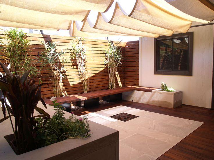 http://austinlivesoutdoors.com/blog/wp-content/uploads/2011/08/intimate-modern-austin-courtyard.jpg