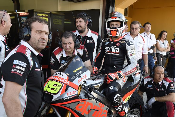 #aprilia #bearacer #ValenciaGP #motoGP #bike #race #ApriliaRacingTeam