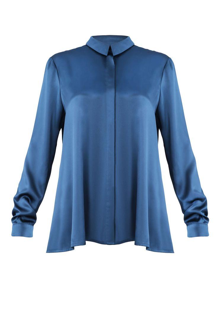 Edle Bluse in elegantem Petrol / Dunkelgrün Blau. Passt perfekt zur Skinny Jeans, lässt sich aber auch gut in den schicken Rock stecken. Leichte A-Form, sodass die Bluse unten etwas weiter wird. Natürlich nur edel-cool aus dem Hamburger...