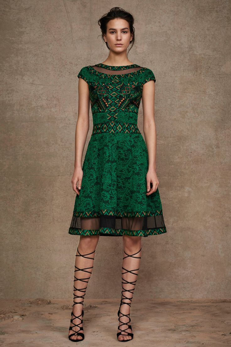 Tadashi Shoji Pre-Fall 2016 Collection Photos - Vogue