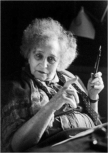 The writer Colette (1873-1954) - Jeanine Niepce  French is a wonderful language when written by Colette. I love her books. And what an amazing person she was...Ecrivains de cette période ....reépinglé par Maurie Daboux웃