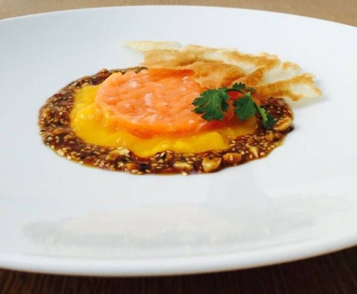"Sashimi ""Duke style"" mit Mango, Koriander und Hoisin"