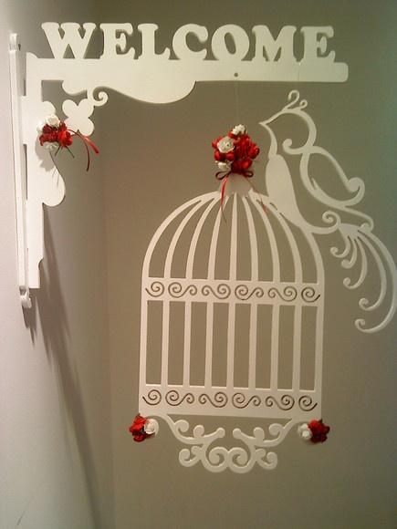 Ornamento em forma de gaiola em MDF, pintado com tinta acrilica Esse enfeite pode ser fixado em batente de porta ou paredes  Cores e enfeites de flores: a escolher  Variações nos modelos de passaros e gaiolas - consulte R$68,00