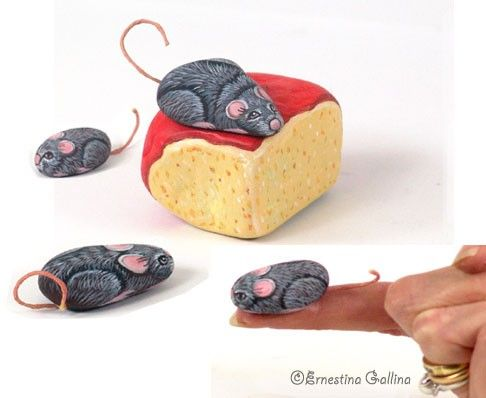 Mice/Cheese hand painted on stone by Ernestina Gallina, Pietrevive. https://www.facebook.com/pietrevive.ernestina