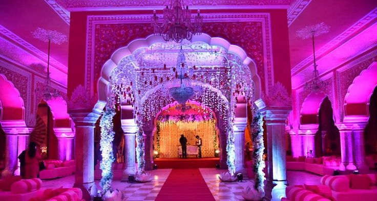 The atmosphere of luxury all thanks to the decor! Photo by RCraft, Jaipur #weddingnet #wedding #india #indian #indianwedding #weddingdecor #decor #decorations #decorators #indianweddingoutfits #outfits #backdrops #red #colourful #details