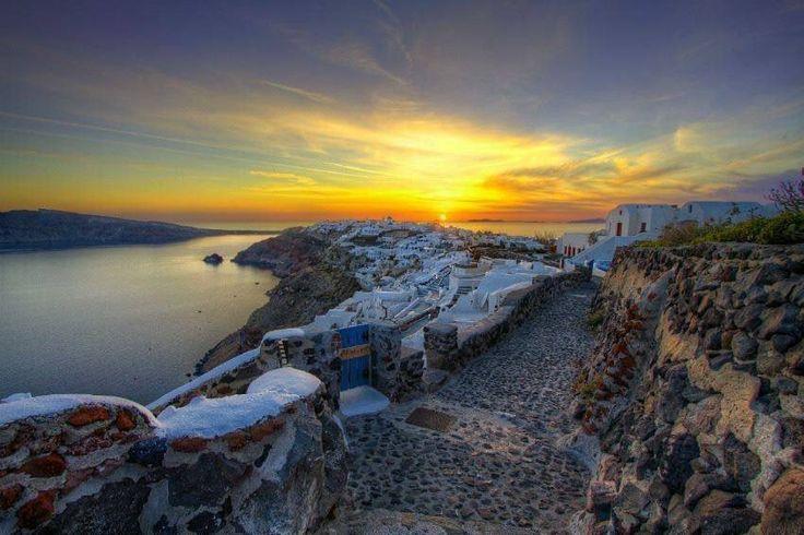 Sunset, Santorini. Cliffs of Bliss.