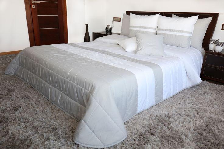 Luxusné prehozy na posteľ bielo sivej farby