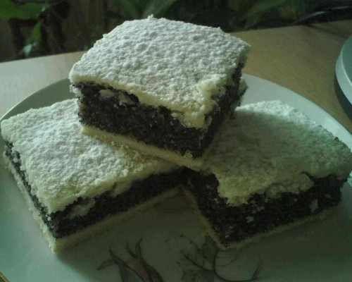 Rendszeresen sütöm, nagyon finom. Hozzávalók Tészta hozzávalói 30 dkg liszt, 12 dkg zsír, 2 evőkanál tejföl, csipet só, Töltelék hozzávalói 20 dkg darált mák, 15 dkg porcukor, 5 dkg búzadara, 3 dl tej, 1 csomag vaníliás cukor, 1 citrom...