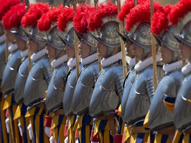 Cazuza: Papa demite comandante da Guarda Suíça por autorit...