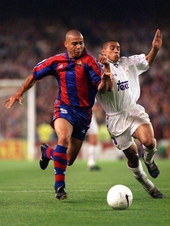 Kiedyś takie były pojedynki w meczach Realu Madryt z FC Barceloną • Ronaldo vs Roberto Carlos - Kiedyś tak wyglądały El Clasico >> #ronaldo #carlos #football #soccer #sports #pilkanozna