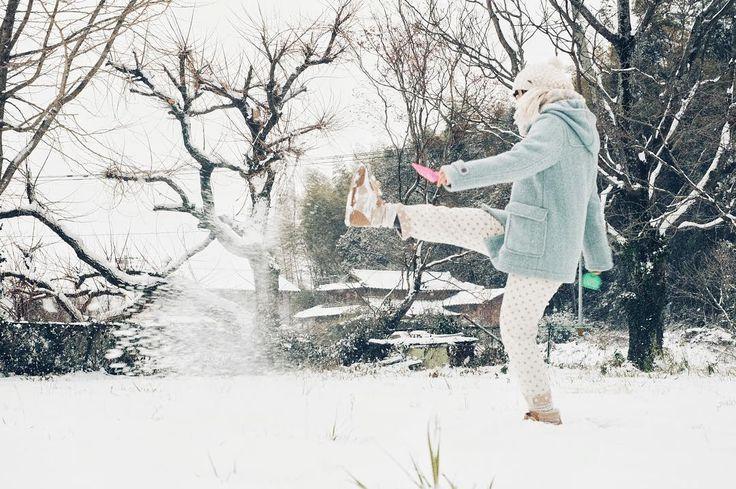 . . ゆきがふったぁらあそびたぁいぃ . 去年は自覚もなく鼻水垂らしてたな . #雪 #雪遊び #winter #snow #蹴り上げ女子 #雪降るのかな #2016 #寒いね #風邪を引かないように #熊本 #kumamoto #宇土 #御船写真部 #kumamoto_instagramers  #icu_japan#lovers_nippon#bestjapanpics#instajapan #写真好きな人と繋がりたい #ファインダー越しの私の世界 #instagramjapan#wu_japan #igers#instagram#IGersJP#RECO_ig#igreja#igersjp#team_jp_ #ig_japan_