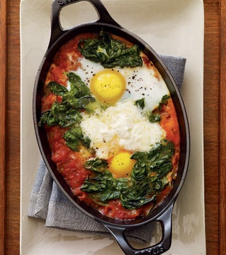 Baked Eggs with Tomato Sauce, Spinach and Mascarpone Recipe Low Carb