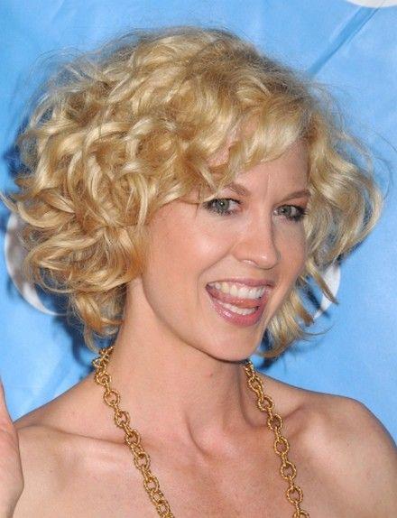 Jenna Elfman Medium Length Bouncy Curls
