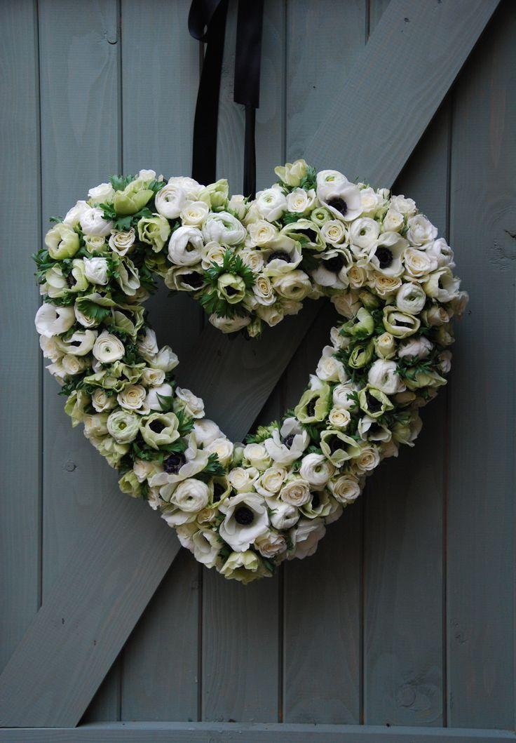 White anemone and ranunculus wedding heart decoration. Breakfast at Tiffany's themed wedding. #wreath. #heart. #greenwhite