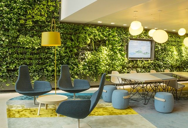 Heyligers d+p completed the interior design for the whole 27.000m2 head office for NUON (power company) in Amsterdam, The Netherlands. Entrance&waiting area. Living wall. www.h-dp.nl