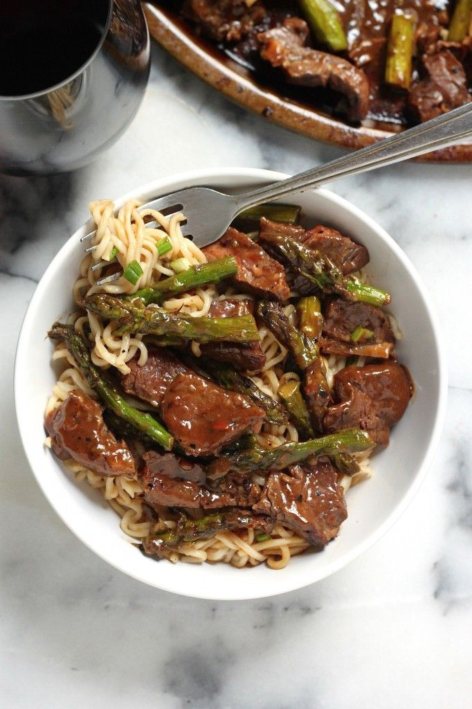 Steak and Asparagus Teriyaki Ramen is a million times tastier than any take-out! Use spaghetti squash instead of noodles