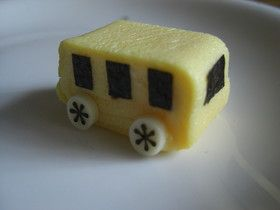 卵焼きで幼稚園バス♪ キャラ弁おかず