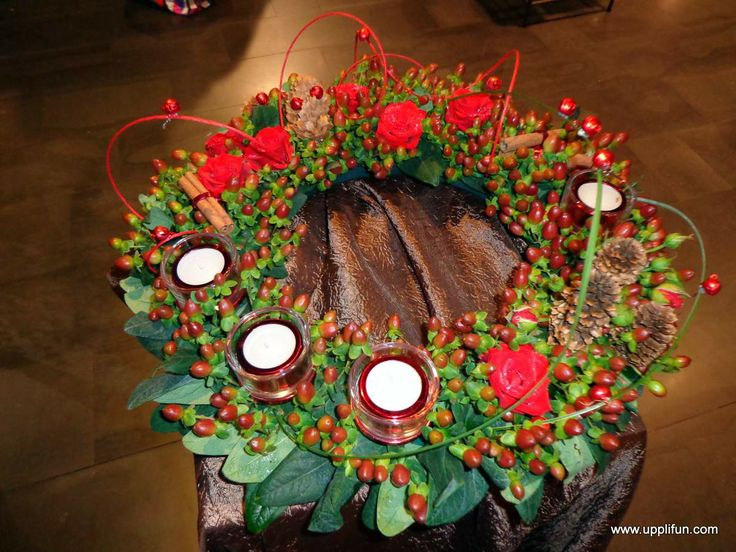 Advent wreath with berries and roses