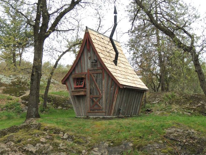 Artisan Dan Pauly transforms reclaimed wood into diminutive cabins that look like they're straight out of a fairy tale. #architecture
