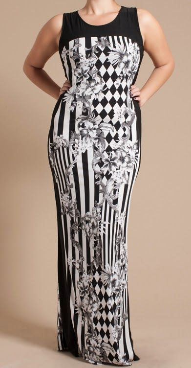 Robe maxi noire et blanche Disponible en tailles 1x, 2x et 3x Maxi dress in black and white Available in sizes 1x, 2x, 3x