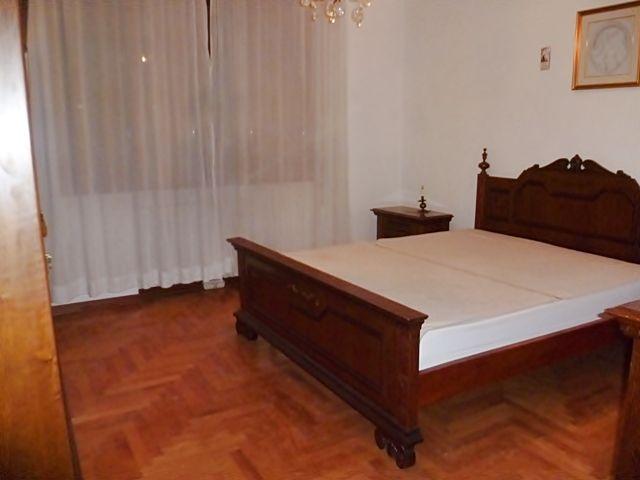 Oltre 20 migliori idee su Camera da letto in legno scuro su ...