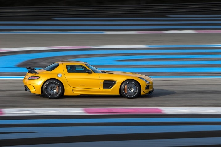 At speed, the SLS Black is surprisingly predictable, with none of the high-strung twitchiness that so often comes with tightly wound sports cars.