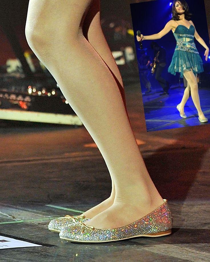 selena gomez's feet