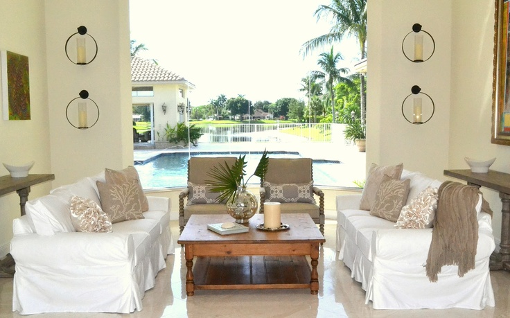 The Homeless Finch: A White Living Room.  great new blog find.  this is my new look i'm working on for living room. thanks: New Looks, White Living Rooms, Beautiful White, Lounges, Decor Projects, Great View, Finch Decor, Wonder View, Great Rooms