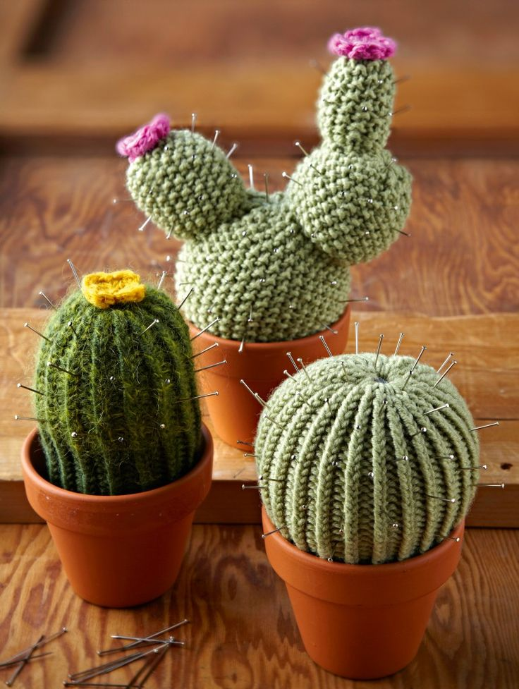 Free pattern: knitted cacti These look awesome, something I must try for my sister who collects cacti :)