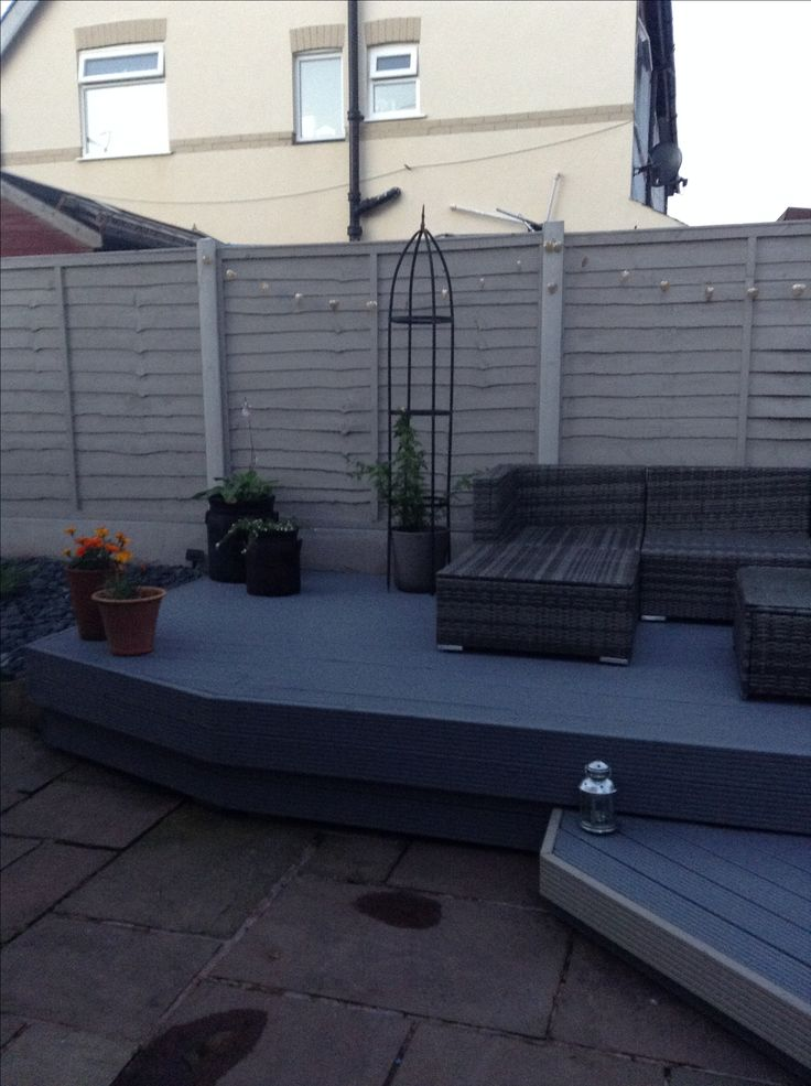 Muted clay fence panels with silver birch decking paint by Cuprinol