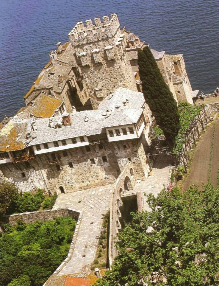 Ιερα Μονή Σταυρονικήτα. Πανοραμική άποψη - Holy Monastery of Stavronikita. A panorama view.