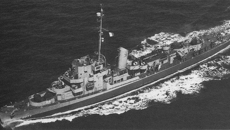 Sute de lucrări apărute în întreagă lume au abordat unul dintre cele mai controversate experimente efectuate de către armată americană în timpul celui de-Al Doilea Război Mondial. Se spune că o navă a armatei americane a fost teleportată în 1943 pe o distanţă de 600 de kilometri ca urmare a unui experiment ultrasecret numit Proiectul Rainbow (Curcubeul), cunoscut publicului sub numele de Experimentul Philadelphia.