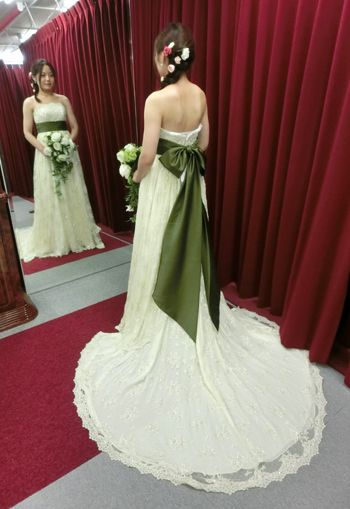美しいウェディングドレス特集 ドレスは「プリシラ」のデザイン変更♡ モスグリーンのサッシュベルトは特注です♡